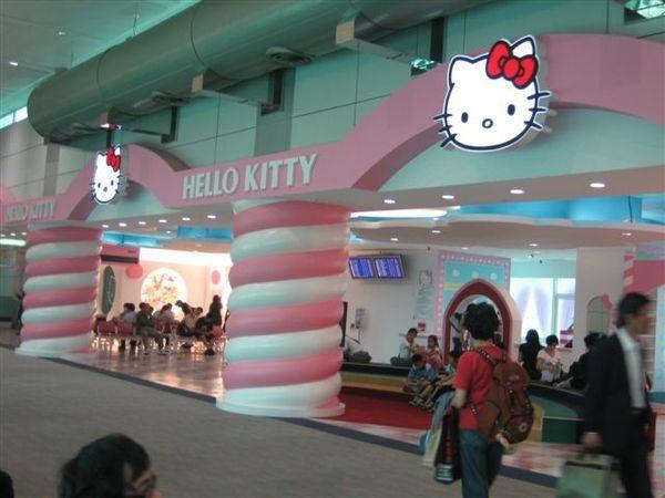 005.hello kitty候機室.JPG