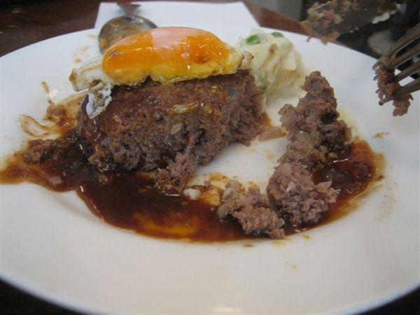 033.家榮點的漢堡肉~也相當好吃.JPG