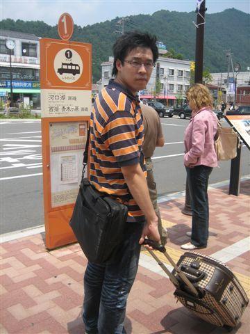081.等Retro Bus中.JPG
