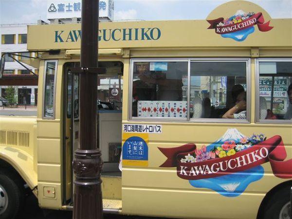 082.來啦來啦~可愛的周遊巴士來嚕!.JPG
