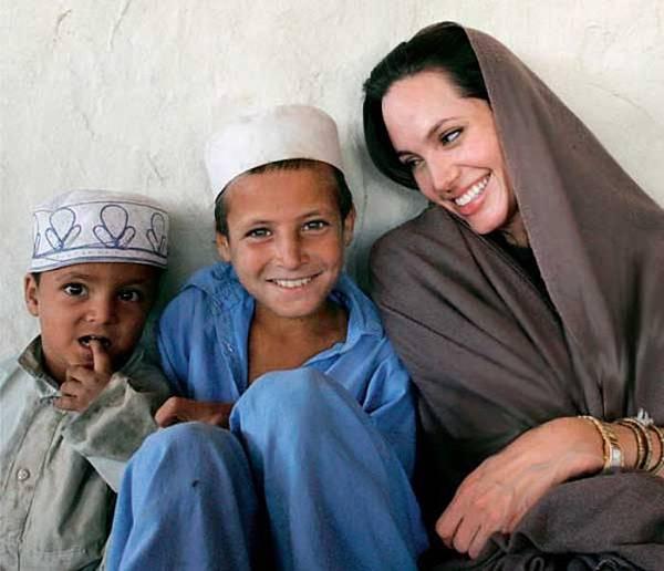 Tampilan-hijab-Angelina jolie.-6