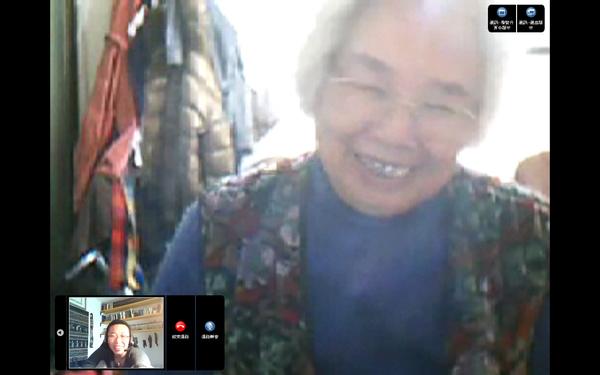 奶奶在鏡頭前 26.03.09.bmp