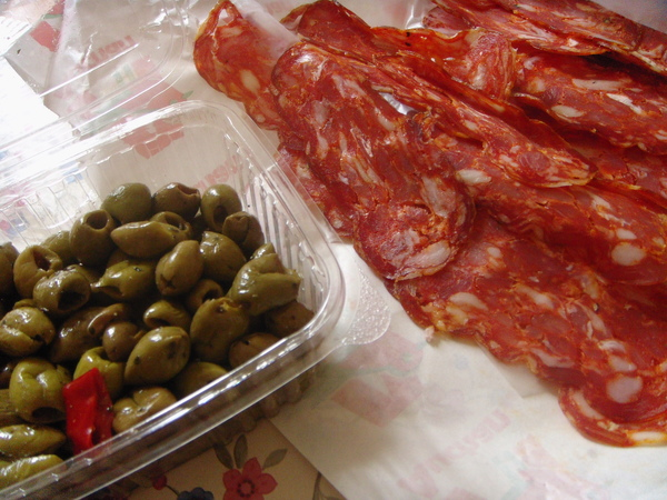 Oppido~fresh olive and salame 新鮮橄欖和辣火腿