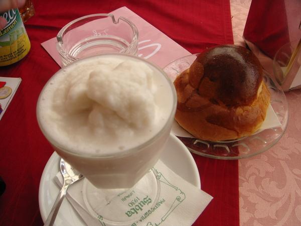 brioche bread n nuts shake 法式軟麵包與杏仁奶昔