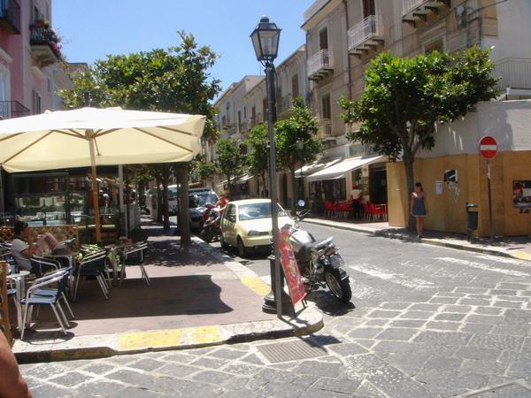 Lipari禮帕利島~street corner cafe' 街角的咖啡