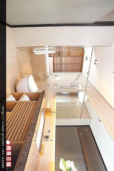 主臥衛浴乾濕分離,有V&B洗面盆與懸壁式免治馬桶、HOESCH浴缸.jpg
