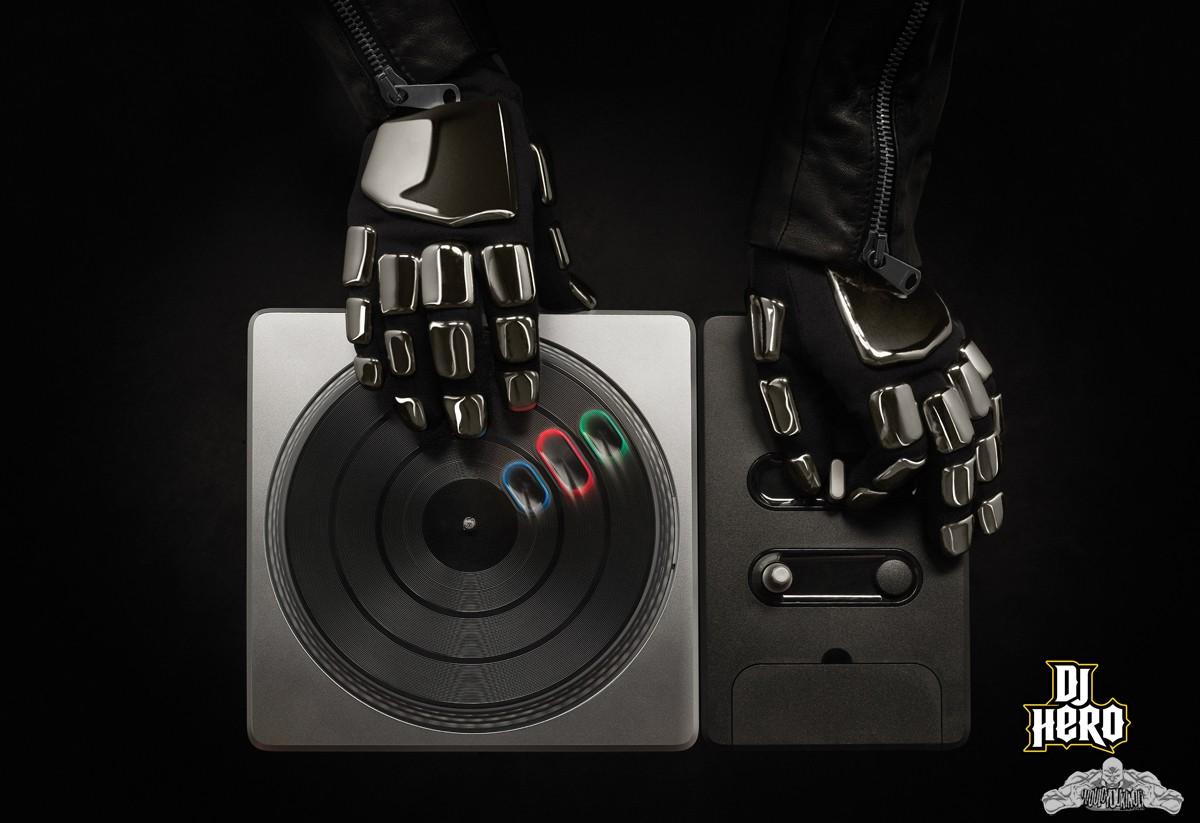 DJ-Hero-Daft-Punk-Hands.jpg