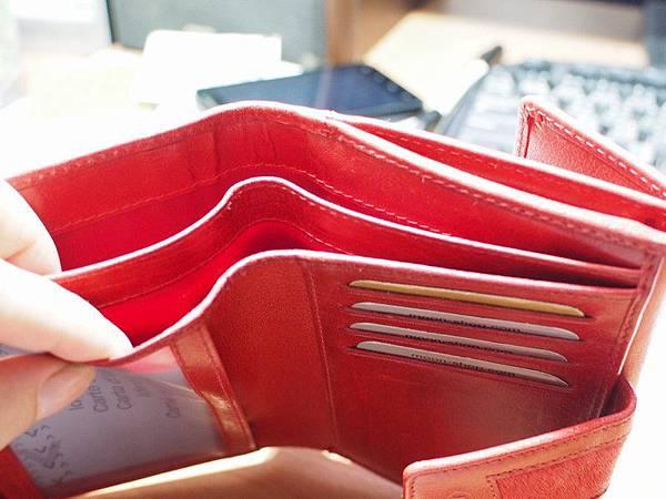 MOON紅色皮夾 - 紙鈔收納處