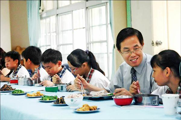 校園推動素餐