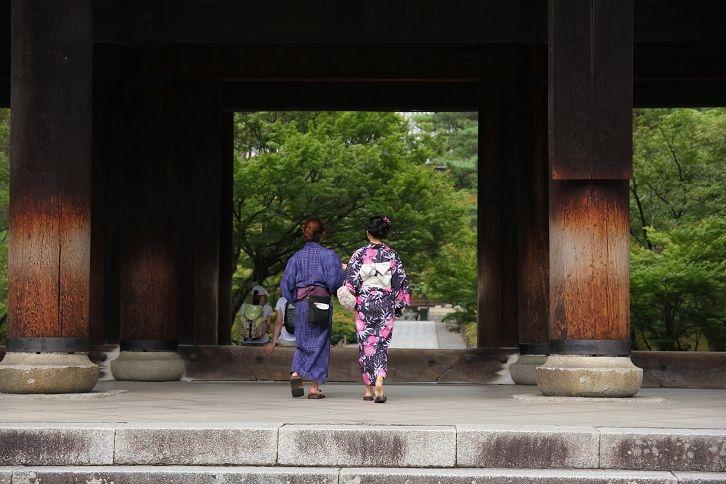 南禪寺的夏日旅人