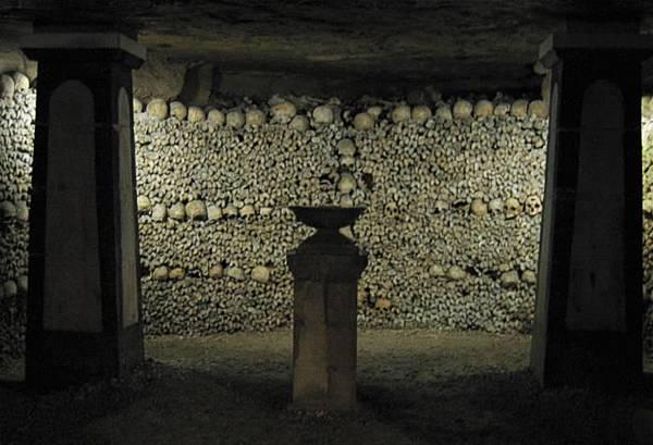 Catacombs-700px巴黎地下墓穴