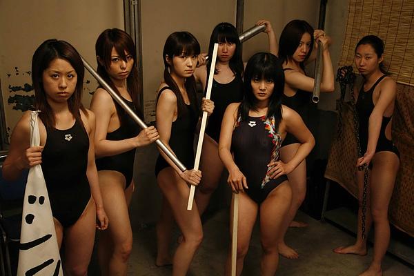 女子游泳隊大戰殭屍01.jpg