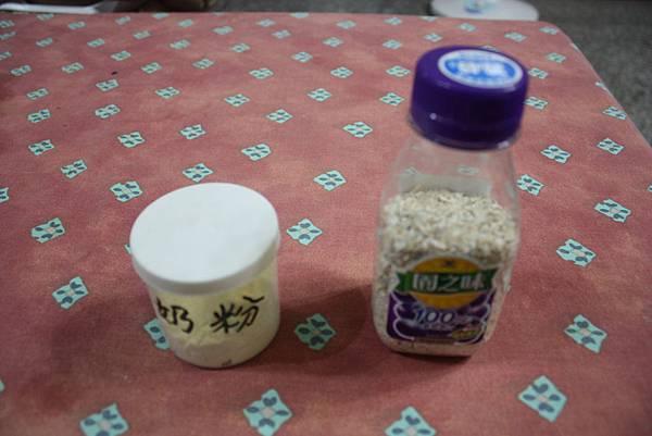 100年10月15日慈悲施食米裝小瓶子 019_調整大小
