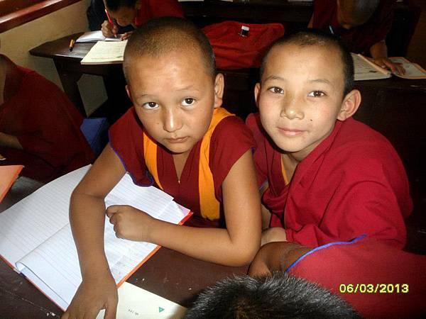 936521_244752068997632_1054815350_n.jpg小仁波切 (圖左) Tenzin Leksung Rinpoche