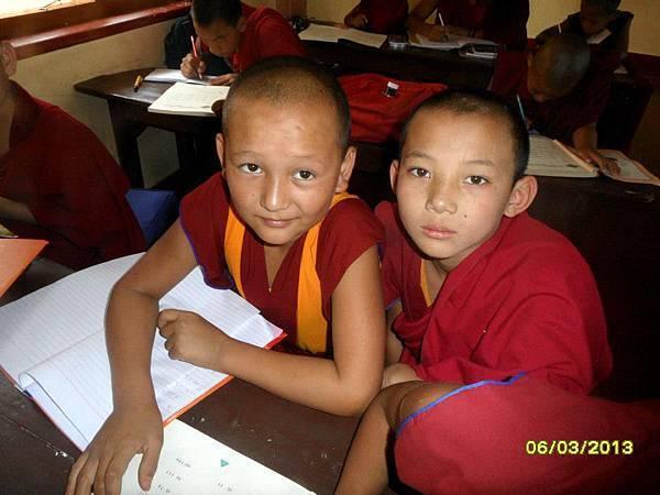 小仁波切 (圖左) Tenzin Leksung Rinpoche