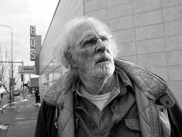 nebraska-2013-003-woody-in-front-down-street-from-bus-shelter_1000x750