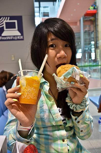 還沒到北海道就在吃吃吃XD