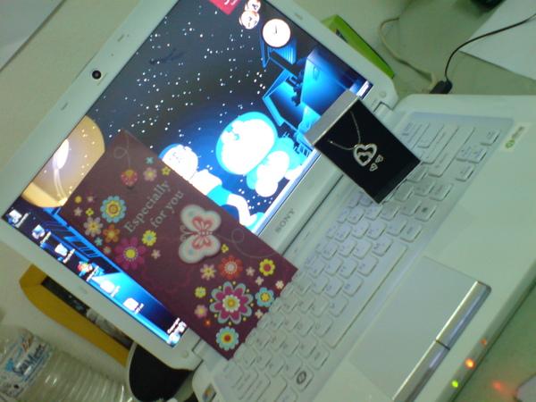羯尔的生日礼物。。。laptop + 耳环 + 项链 + 生日卡