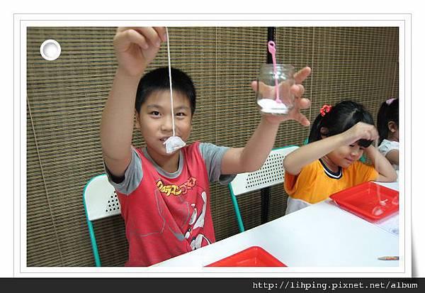 IMG_6406.JPG 翰洋也成功了,把最重要的鹽也拿在手上,很有代言人的架勢
