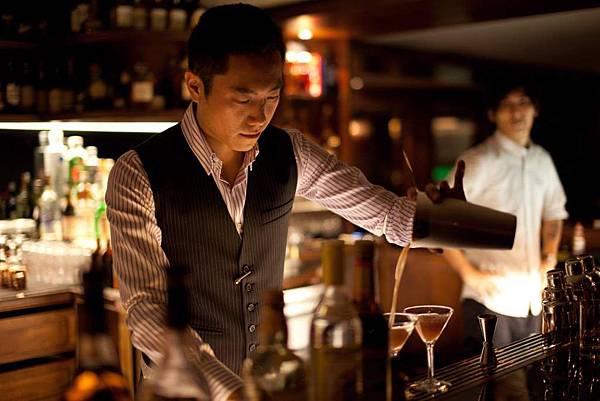 2012年世界頂尖調酒師大賽冠軍台灣帥哥尹德凱 (1)