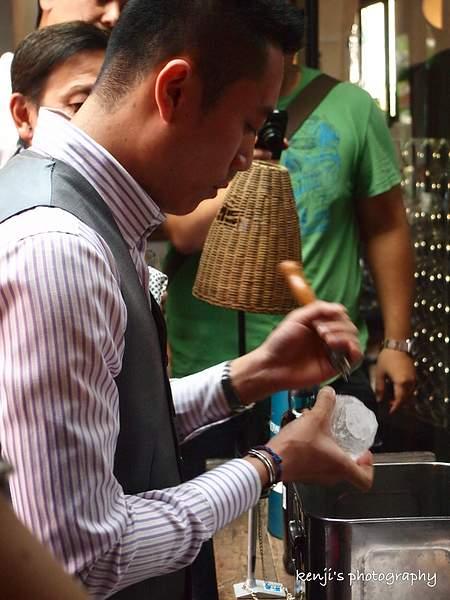 2012年世界頂尖調酒師大賽冠軍台灣帥哥尹德凱 (4)