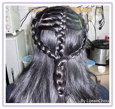 16.綁女兒的頭髮 (3)