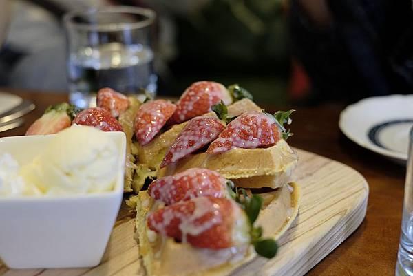 草莓鬆餅 (11).jpg