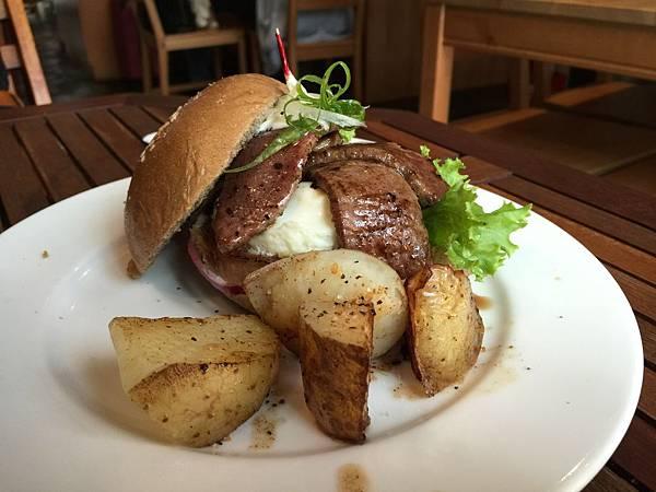 牛小排漢堡2.jpg