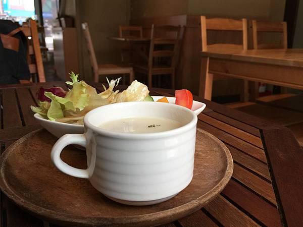 湯與沙拉.jpg
