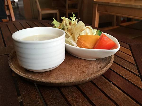 湯與沙拉2.jpg