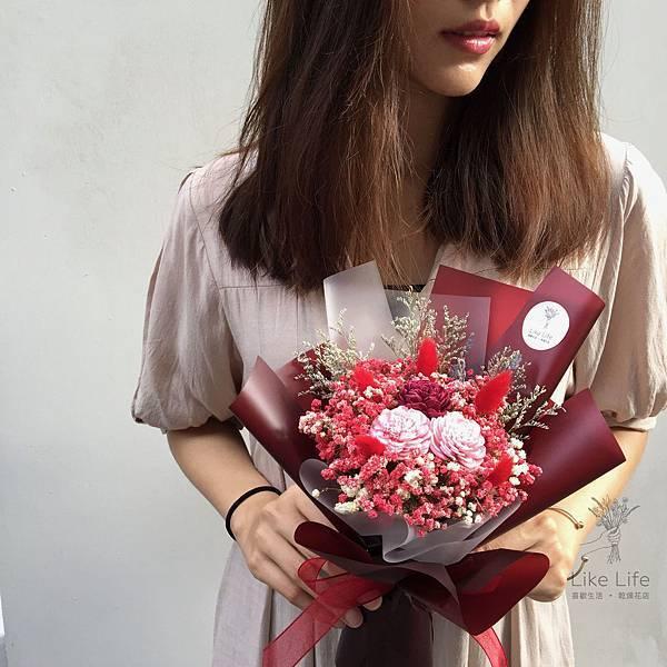 台北乾燥花推薦,台北乾燥花店-暗紅色乾燥花束設計