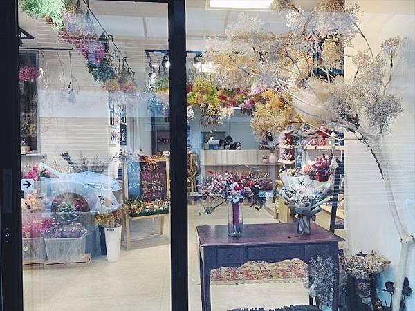 乾燥花材料那裡買,台北喜歡生活乾燥花店店門口.JPG