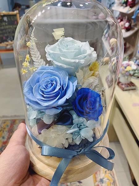 母親節乾燥花束推薦,藍色永生花玻璃罩.JPG