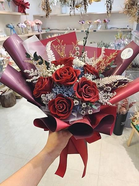 母親節花束推薦,永生花束紅色質感花束.JPG