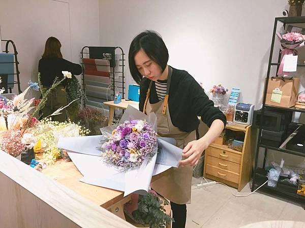 代客送花送宜蘭,花藝師包裝花束,宜蘭乾燥花店.jpg