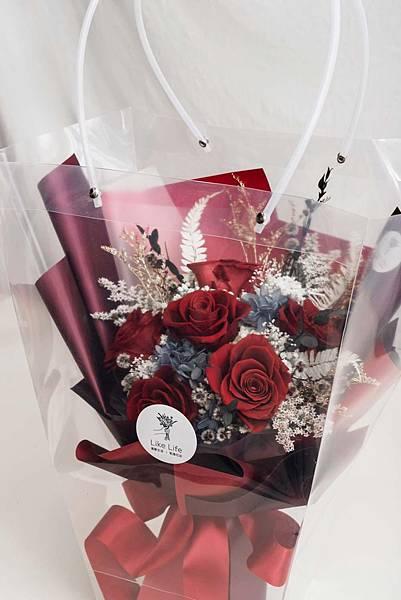 永生花束特寫包裝,乾燥花與永生花推薦,開幕盆栽代客送花.jpg