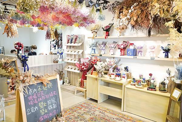 喜歡生活乾燥花店,店內門市介紹,服務項目有求婚花束,開幕盆栽,代客送花