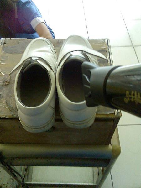 0612護士鞋濕掉了