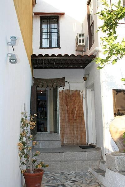 Rodos 的旅館庭院