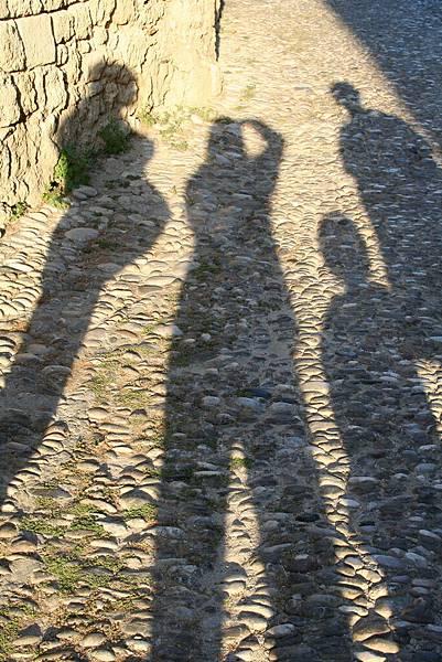 我們一家在Rodos 陽光下的人影
