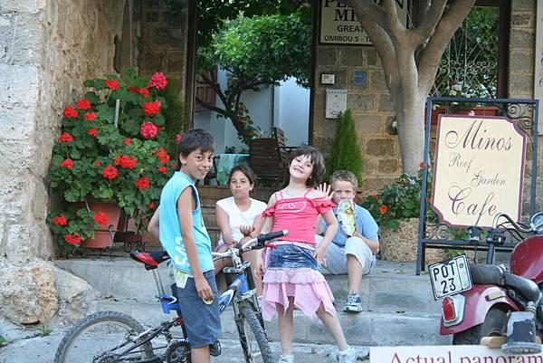Rodos 的舊城區的小孩