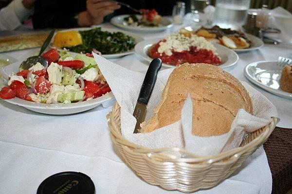 希臘阿公帶我們去吃希臘傳統食物