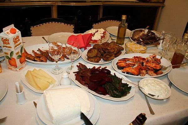 希臘阿媽做的菜款待我們