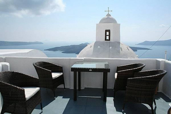 在Santorini 我們旅館的陽台