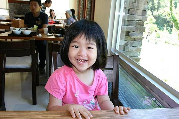 Irini 在緩慢一館吃早餐