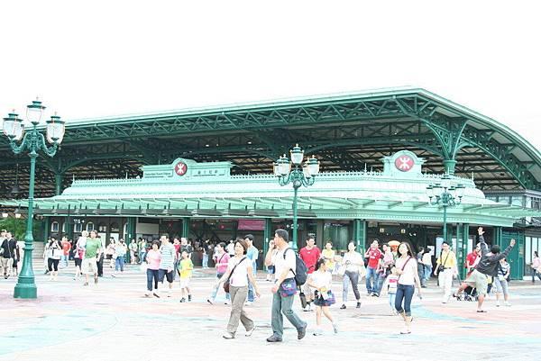 Disneyland 的捷運站