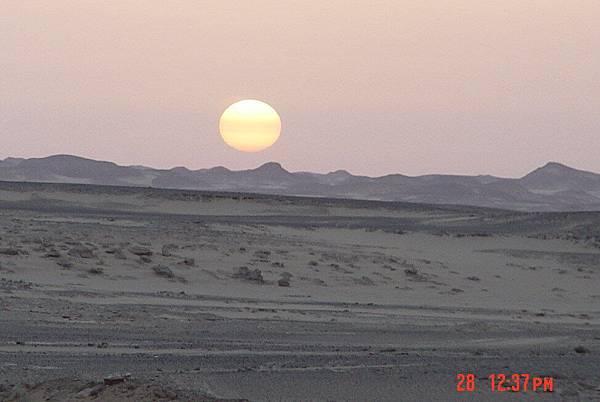 Aswan - 往Abu Simbel 路上的日出