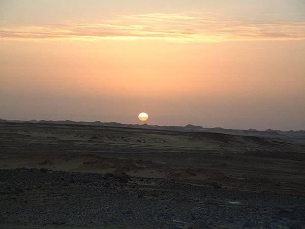 Aswan - 往Abu Simbel 路上日出