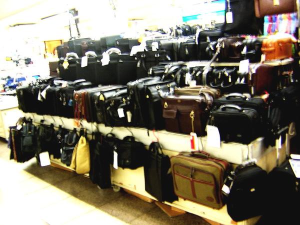 地下街賣的包包