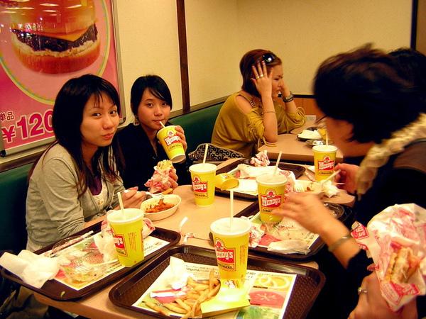大家都決定要吃溫蒂漢堡